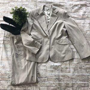 CABI Women's Light Gray Two Piece Suit SZ 8